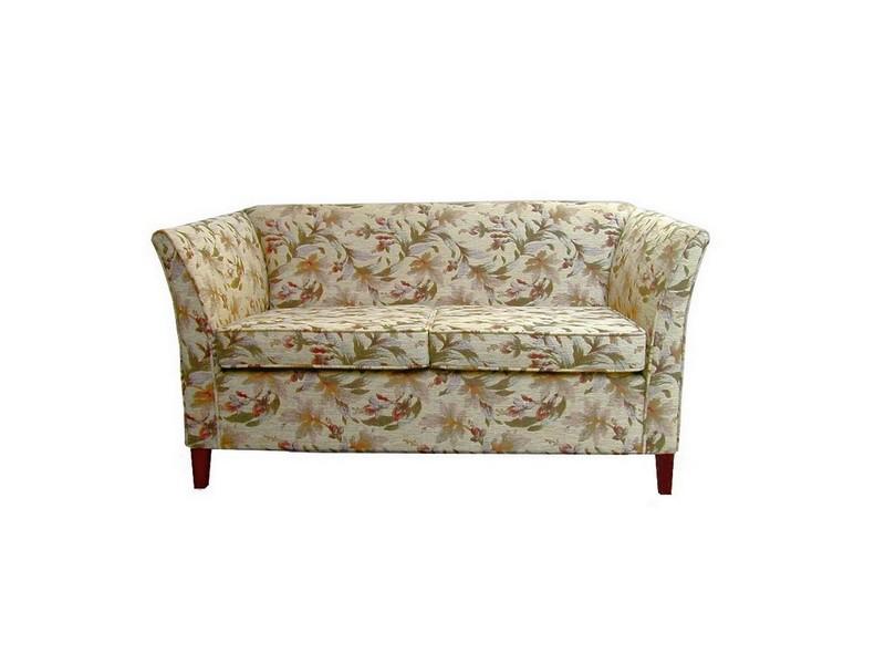 Lili kanapé, két ülőpárnával, lábakkal